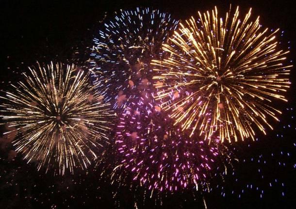 fuochi-d-artificio-generiche-555161-610x431