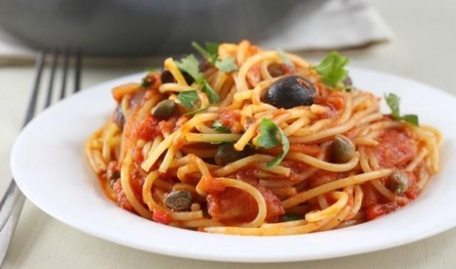 spaghetti-alla-puttanesca-un-primo-facile-e-saporitissimo2
